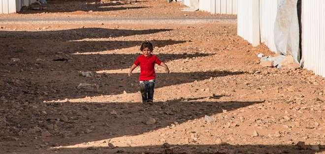 La imagen es de una menor en el campo de refugiados de Azrap en Jordania. Foto: Facebook de  René Schulthoff
