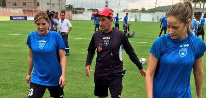 Dallyana Passailaigue y Alejandra Argudo fueron futbolistas de River Ecuador por un día.