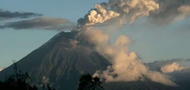 ECUADOR. Mientras tanto,  el centro de monitoreo Guadalupe, ubicado en la provincia de Tungurahua, informó que la actividad eruptiva del volcán se mantiene de moderada a alta.