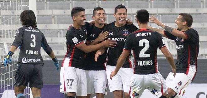 Los jugadores de Colo Colo celebran uno de los goles (Foto: EFE)