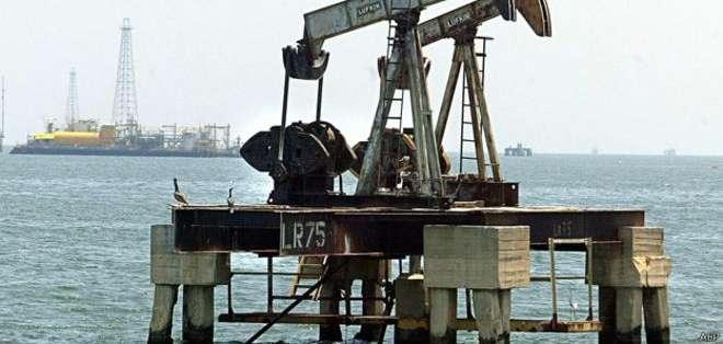 """El precio del barril de """"light sweet crude"""" (WTI) bajó 3,56 dólares a 50,42 dólares."""