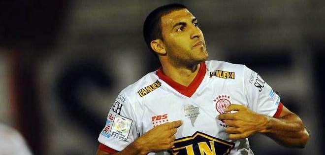 Ramón Ábila, anotó el gol de los de Huracán (Foto: EFE)