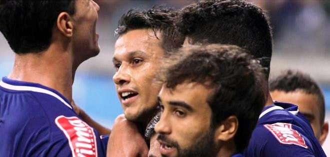Los jugadores del Cruzeiro celebran una de las anotaciones del partido (Foto: EFE)
