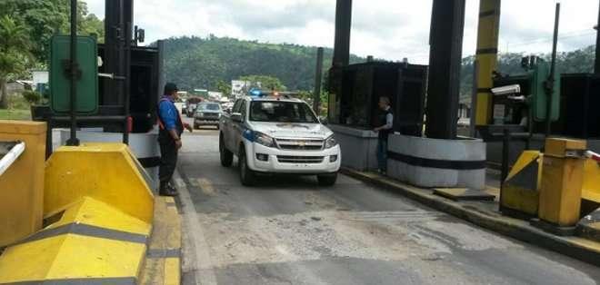 ECUADOR. El pasado 19 de marzo se produjo un deslave de grandes proporciones que provocó 11 muertes y obligó al cierre de la vía. Fotos: Twitter @ObrasPublicasEc