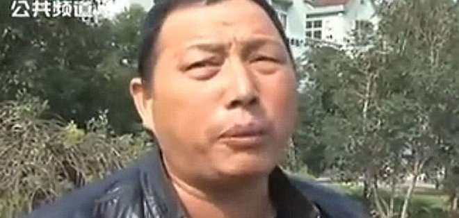 CHINA. El sujeto no se detuvo por miedo a ser asaltado.