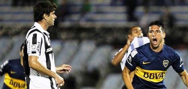 Jonathan Calleri, corriendo tras su gol con Boca (Foto: EFE)