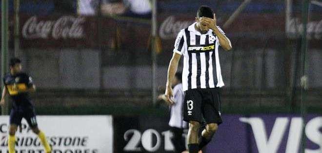Un jugador uruguayo lamenta la derrota (Foto: EFE)