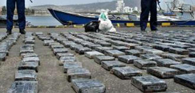 Cuatro autos y dos botes fueron decomisados junto con los 400 kilogramos de cocaína.