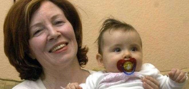 Annegret Roenigk, que en la foto tenía 55 años, con su hija menor.