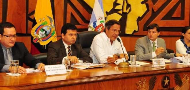 """GUAYAS.  El prefecto Jairala destacó que se ha """"cumplido con la ley"""". Fotos: Prefectura del Guayas"""