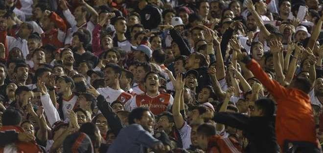 ARGENTINA.- Este encuentro se disputó por la sexta y última fecha del Grupo 6. Fotos: EFE