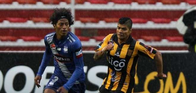 Emelec no logró sumar en La Paz. Foto: EFE.