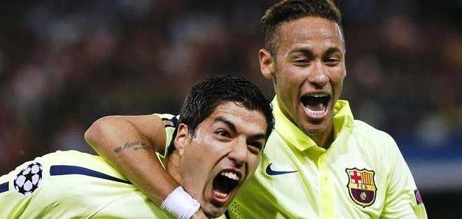 Suárez junto a Neymar, una dupla goleadora del Barcelona de España (Foto: EFE)