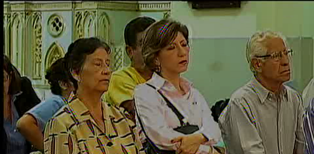GUAYAQUIL.- Los creyentes guayaquileños esperan ver al pontífice de cerca.  Fotos: Capture.