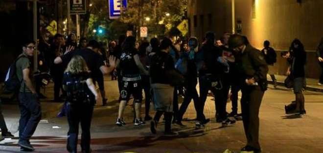 CHILE. Más de 200 personas fueron desalojadas del local por las fuerzas de seguridad.