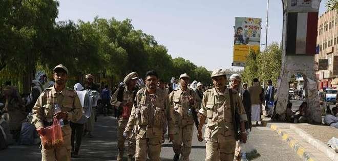 Miembros armados de las milicias rebeldes chiís. Foto: EFE.