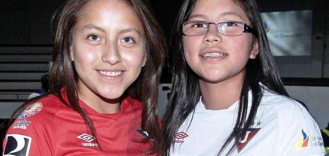 Criss Gutiérrez (izquierda) y Nicole Arroyo del equipo de Liga (Foto: API)