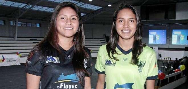 Ariana Cortez (izquierda) y Claudia Méndez del equipo de Unión Española (Foto: API)