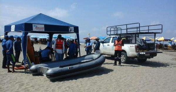 GUAYAQUIL, Ecuador.- Cinco de los turistas fueron rescatados en el mismo rato del contratiempo; dos más fallecieron. Foto: CSCG