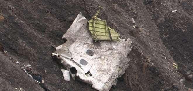 FRANCIA.- La recogida de restos del avión comenzó el 9 de abril y hasta el 15 se recuperó el 80% de la nave. Fotos: EFE y AFP