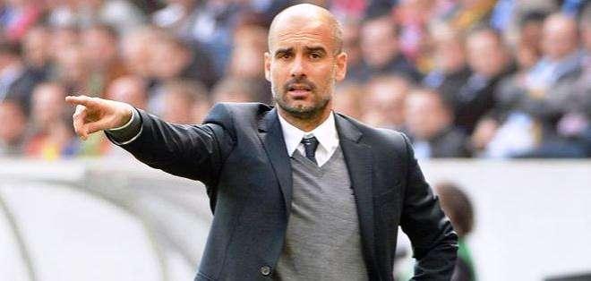 Guardiola en la cancha, es uno de los mejores entrenadores del mundo (Foto: EFE)