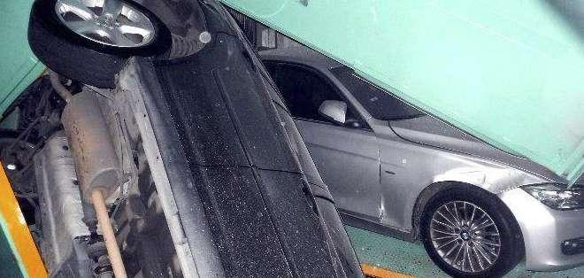 En Taipei se registró una avería en una torre de aparcamientos debido al terremoto y varios automóviles quedaron atrapados. Fotos: EFE