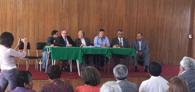 Varias asociaciones y frentes de jubilados se reunieron en la sede del IESS ubicada en el norte de Quito. Foto: Jacqueline Rodas.