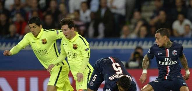 Suárez y Messi en acción en París. Foto: AFP.