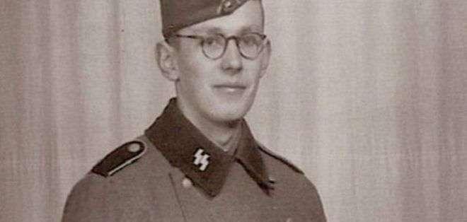 Oskar Groening se unió a las SS y fue guardia y contable durante el régimen de Adol Hitler.