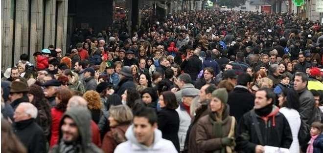 ESPAÑA. En general, la población extranjera, con una media de 35,2 años, es más joven que la española, cuya media alcanza los 43,2. Fotos: referenciales
