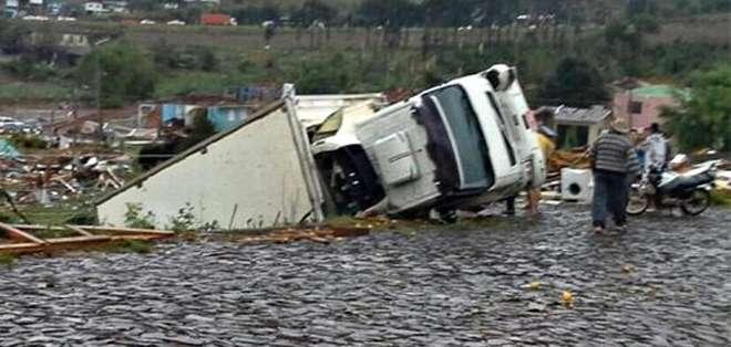 BRASIL.- Las autoridades informaron que Xanxere, ciudad afectada, quedó destruída en un 30%. Fotos: EFE