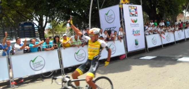 Momento en el cual Caicedo pasa la meta (Foto: Marcela Neuman)