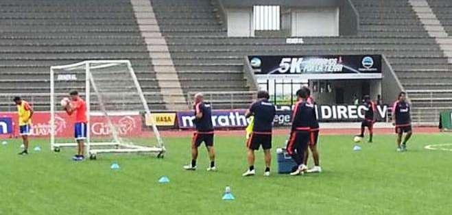 La 'U' de Chile entrenando en el 'Chucho' Benítez (Foto: @oortega10)