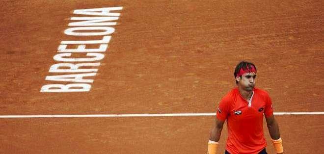 Ferrer y en el fondo la marca del torneo en la cancha (Foto: EFE)