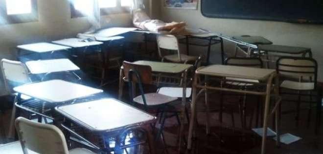 ECUADOR. El ministro recordó que esto ya se hizo con los estudiantes de 12 planteles, que fueron reubicados en instituciones cercanas para que puedan empezar el año con normalidad.