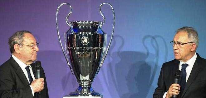 La presentación de la 'Orejona' el trofeo de campeón de la Champions (Foto: EFE)