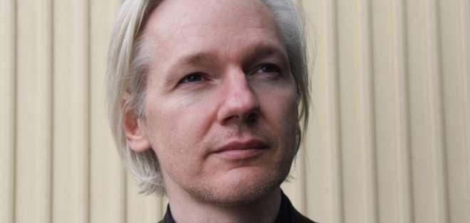 Assange es buscado por cuatro supuestos delitos contra dos mujeres -que él niega- cuando estaba de visita en Suecia en agosto de 2010, pero no ha sido acusado formalmente.