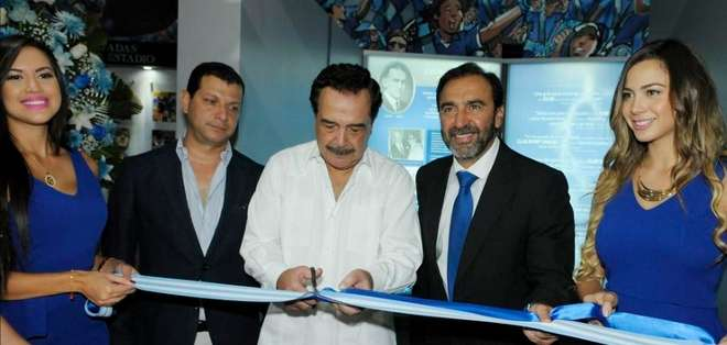 """GUAYAQUIL.- El alcalde de Guayaquil, Jaime Nebot y el presidente del club, Nassib Neme, inauguraron el museo del equipo """"eléctrico"""" esta mañana.  Foto: Web."""