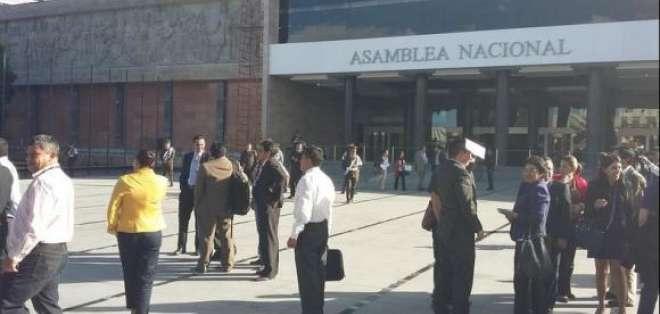 La asambleísta Gina Godoy ha confirmado la presencia de un artefacto explosivo en el legislativo. Foto: @GinaGodoyAndrad