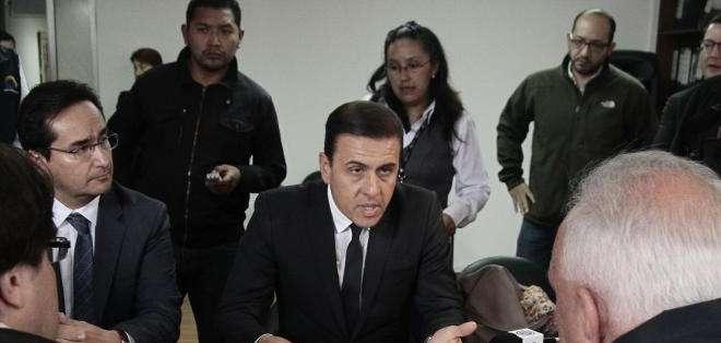 QUITO, Ecuador.- El dirigente gremial presentó en la Delegación Electoral de Pichincha el pedido de revocatoria del mandato. Fotos: API