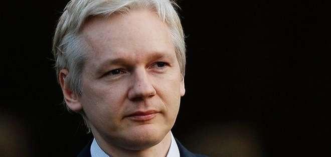 """""""Usted sabe que el señor Assange no está acusado, está llamado para que declare, no está formalmente acusado, eso no existe en nuestro país, por ejemplo"""", recordó Correa."""