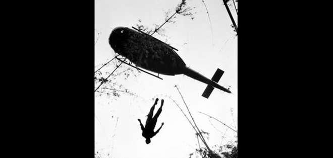 """Estas imágenes fueron tomadas por fotógrafos que acompañaban al ejército de Estados Unidos mientras luchaba contra el comunista """"Viet Cong""""."""