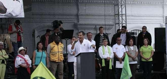 QUITO, Ecuador.- El jefe de Estado hizo una pausa en su intervención para recordar a la legisladora Kerly Torres. Fotos: API