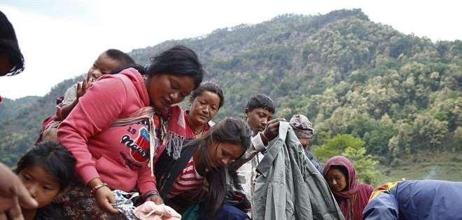 NEPAL.- La ayuda a los afectados llegó a las zonas más golpeadas fuera de Katmandú, 6 días después del sismo. Fotos: EFE