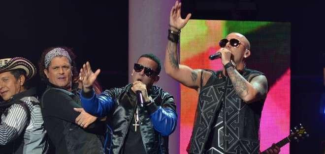 EE.UU., Miami.- Los ganadores de los Premios Billboard a la Música Latina 2015 celebrados ayer en el gran escenario. Foto: EFE