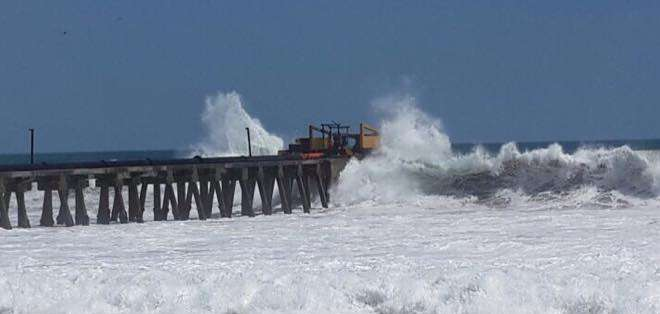 Un tramo de la carretera a Mar Bravo fue cerrada.