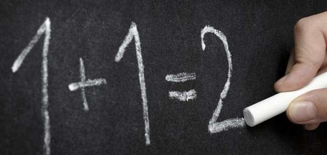 Pero el que es quizás el resultado más loco sí tiene implicaciones en el mundo real: es la suma de todos los números enteros -1+2+3+4 y así-, hasta la infinidad.