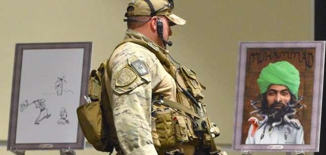 ESTADOS UNIDOS. Un equipo especializado en desactivar artefactos explosivos sometió a revisión el vehículo donde se movilizaban los dos atacantes.