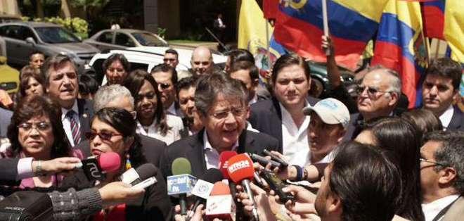 QUITO, Ecuador.- Varias organizaciones sociales y políticas acudieron a la sede de la Organización de Estados Americanos (OEA). Fotos: Jacqueline Rodas / Ecuavisa