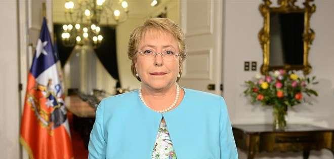 """CHILE.- """"Hace algunas horas le pedí la renuncia a todos los ministros"""", dijo Bachelet sobre su decisión. Fotos: EFE"""